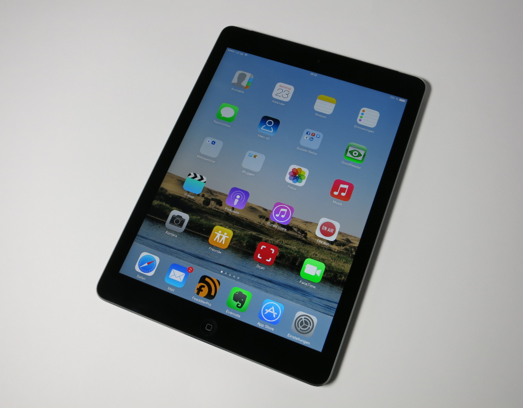 Apple iPad Air Late 2013 Vollansicht Display an