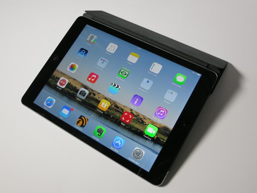 Apple iPad Air Late 2013 liegend