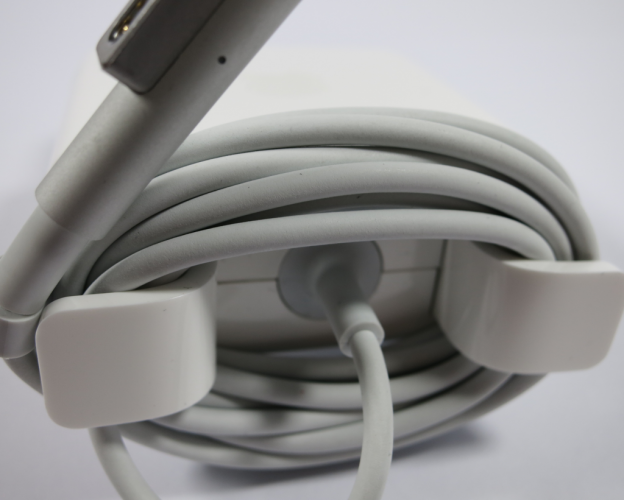 Kabel beim Apple Netzteil richtig aufrollen