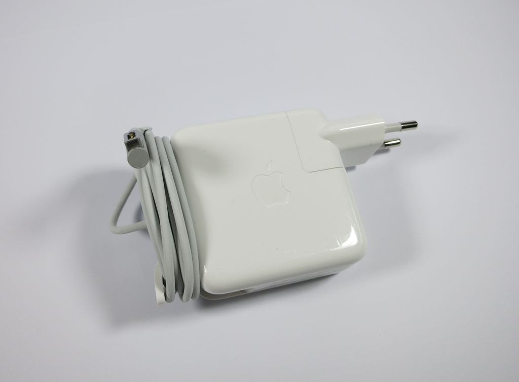 Kabelaufwicklung Apple MagSave Power Adapter mit Euro-Stecker