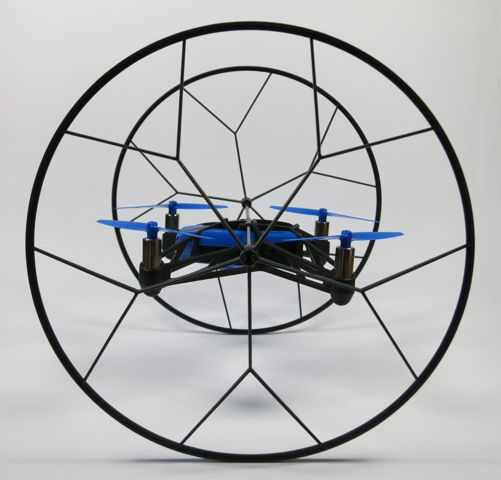 Seitenansicht Parrot Rolling Spider mit Rädern