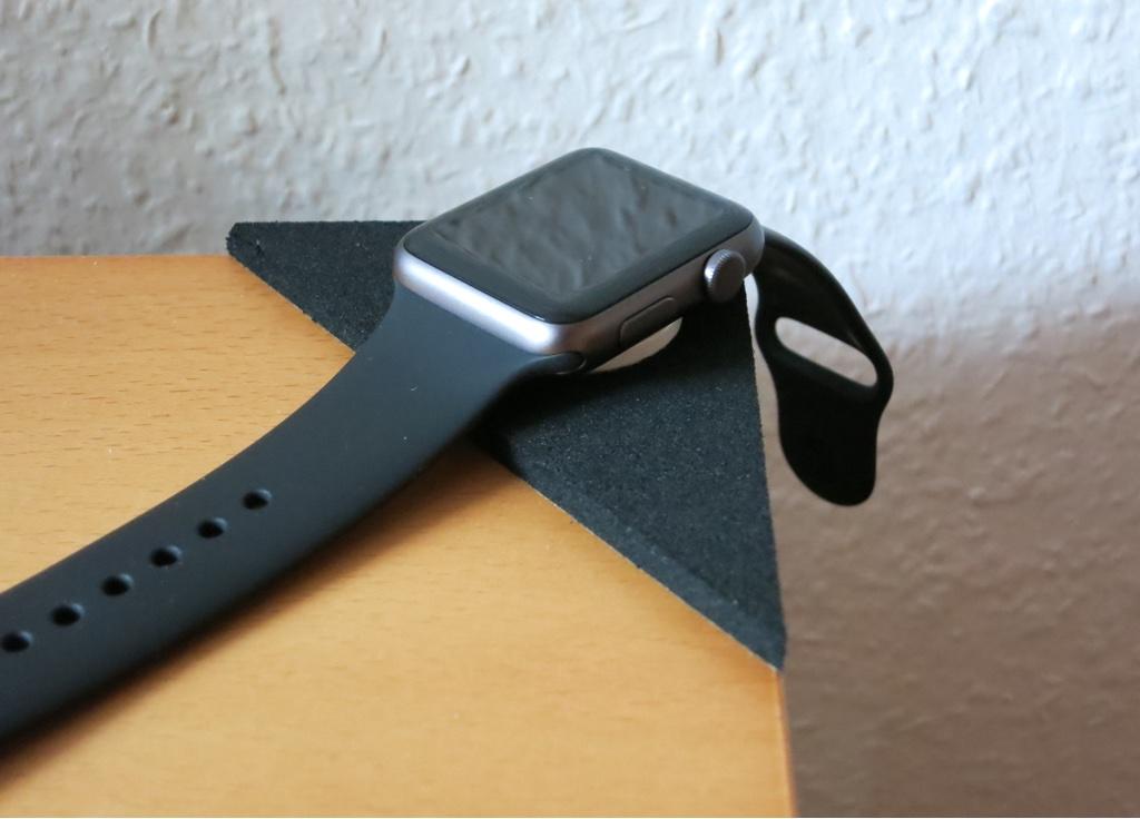 Beispiel Tischecke als Ladestation für die Apple Watch