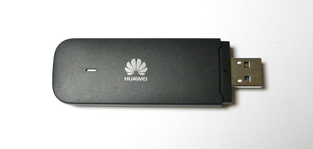 Sprachassistentin Alexa im Auto Huawei E3372 Surfstick
