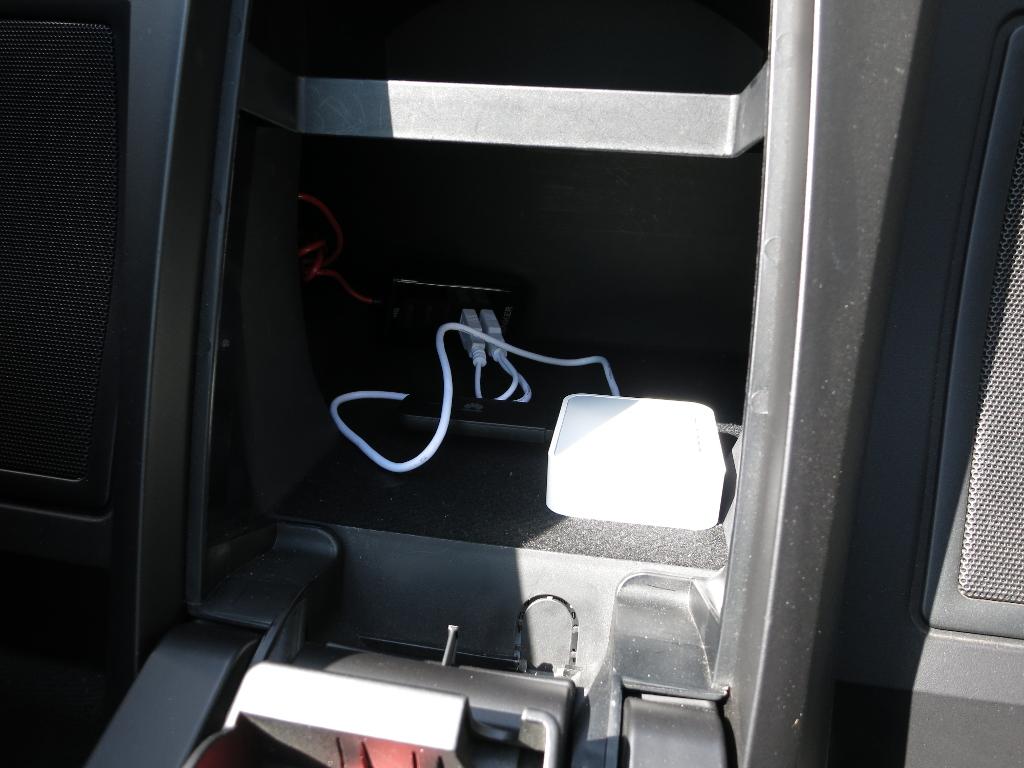 Sprachassistentin Alexa im Auto Stromversorgung und Router