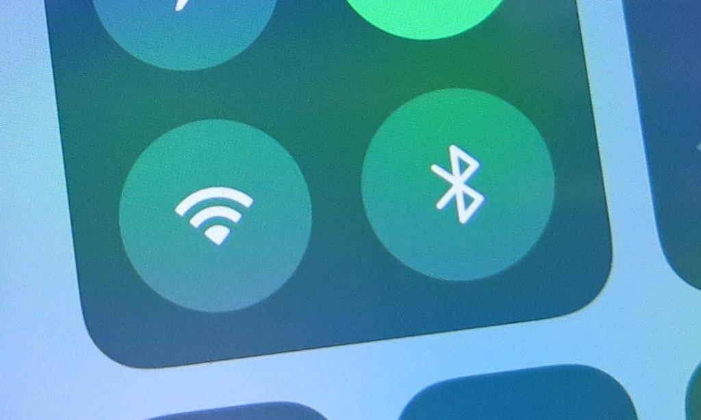 WLAN und Bluetooth auf dem Apple iPhone und iPad komplett abschalten