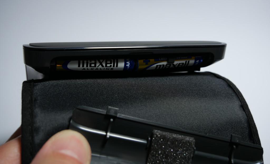 Test Omron Evolv HEM-7600T-E Bluetooth-Blutdruckmessgerät mit Apple-Health-Anbindung Evolv Batteriefach