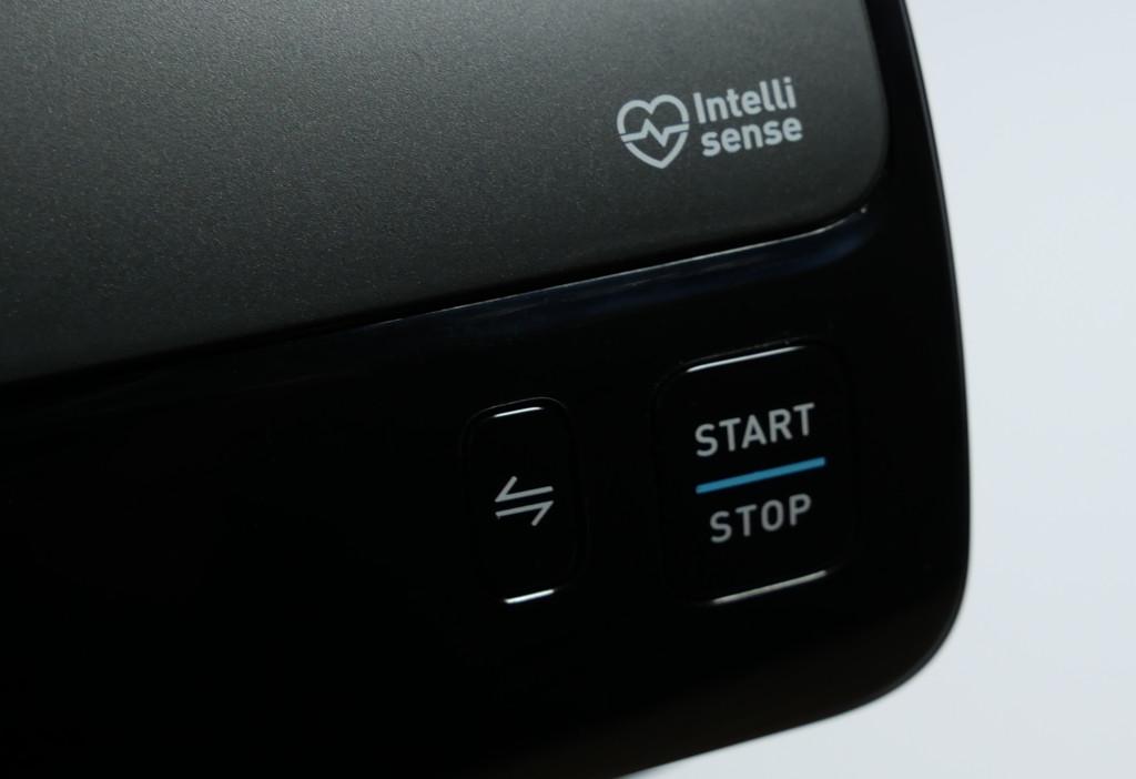 Test Omron Evolv HEM-7600T-E Bluetooth-Blutdruckmessgerät mit Apple-Health-Anbindung Evolv Start Stop Bluetooth