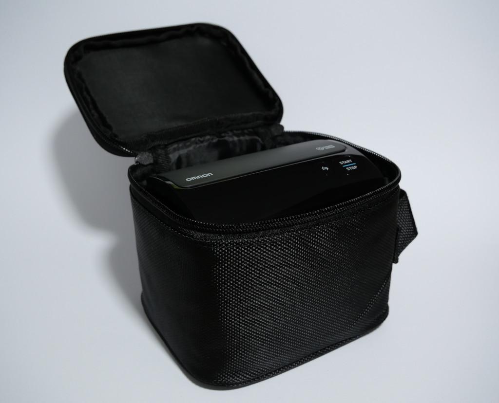 Test Omron Evolv HEM-7600T-E Bluetooth-Blutdruckmessgerät mit Apple-Health-Anbindung Evolv mit Tasche