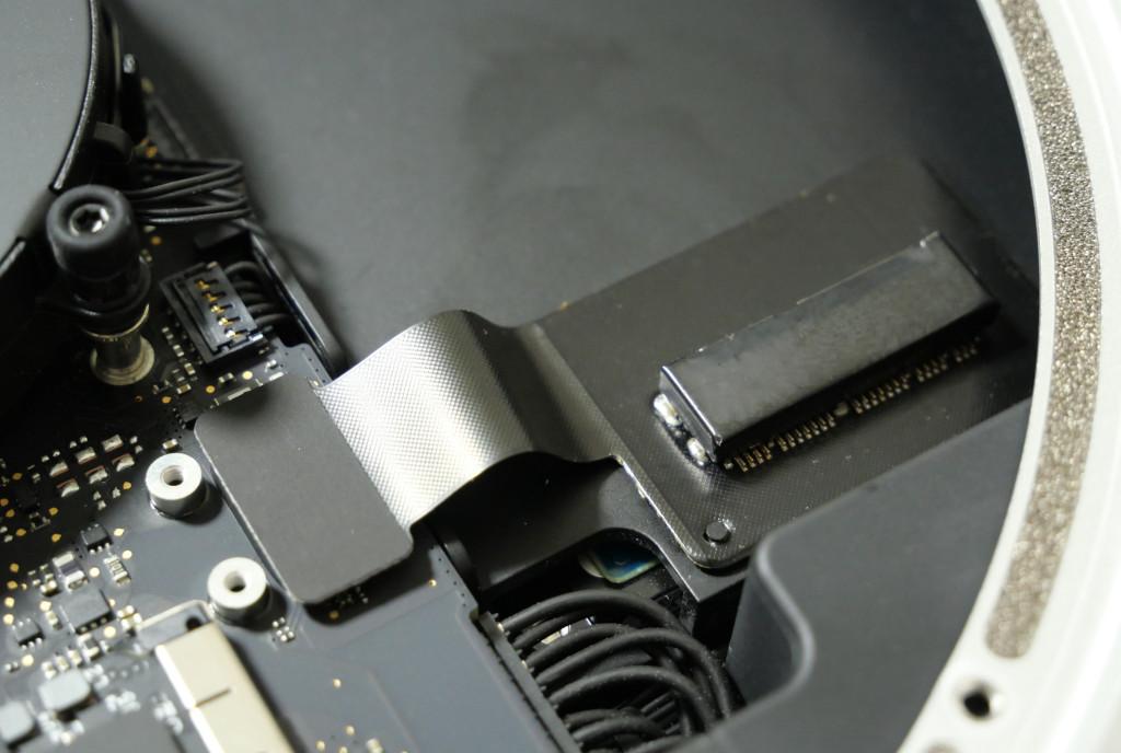 Turbo für den Mac mini PCIe-SSD einbauen eingebautes PCIe-SSD-Kabel